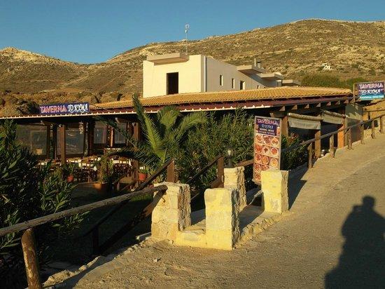 To Kyma Tavern: Вид от пляжа