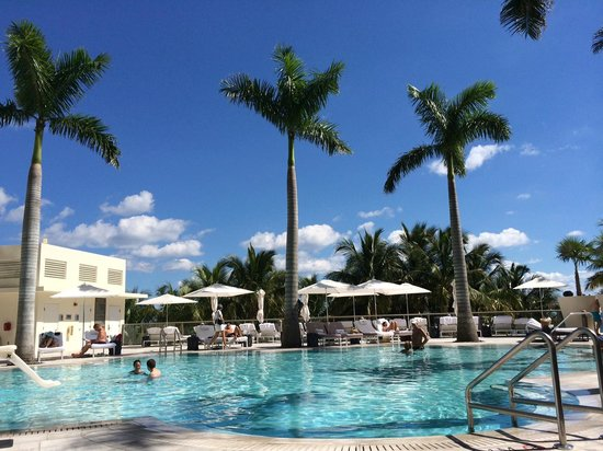 The St. Regis Bal Harbour Resort: Our day at the pool - Very attentive service, comfortable chairs