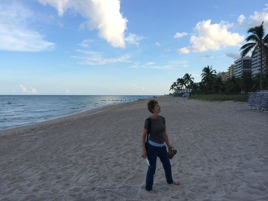 The St. Regis Bal Harbour Resort: Her Ladyship on the crowded beach in front of the hotel