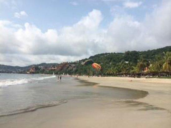 Viceroy Zihuatanejo: Nice Beach