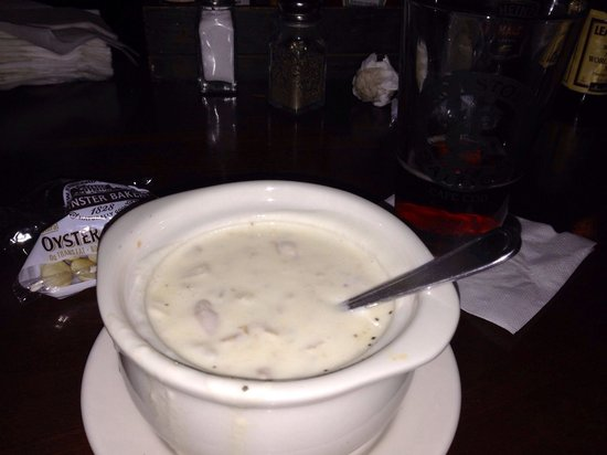 Hot Stove Saloon: Clam chowder and a Sam Adams