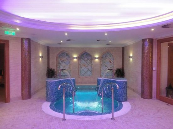 Retro Riverside Luxury Wellness Resort: jacuzzi