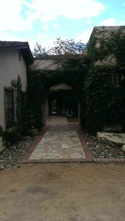 Escondida Resort : Entryway to hotel area