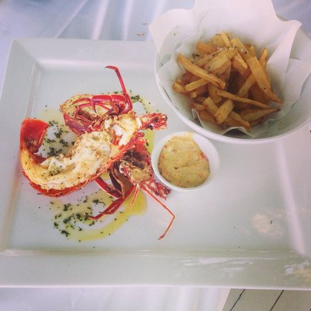 Petalas Restaurant: Grilled crayfish and chips