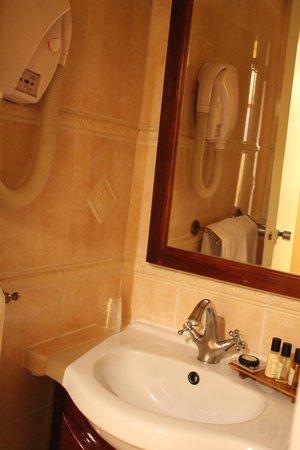 Hotel du Chateau: ванная