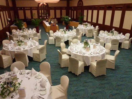 Maritim Hotel Nurnberg: Tischstellung für Galaabend