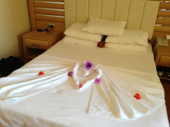 Grand Pasa Hotel: Lovely Bed Decoration