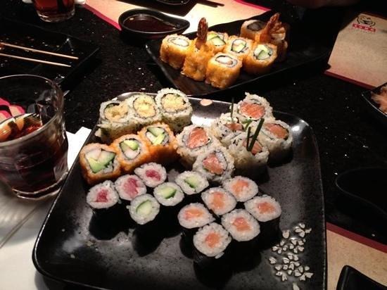 Sumo Japanese Sushi & Grill Restaurant: sushi rolls
