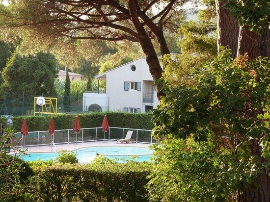 Hôtel Club Vacanciel Les Issambres : vue depuis la chambre sur la piscine