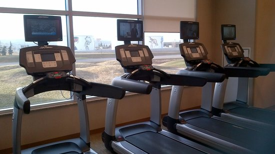 Residence Inn by Marriott Calgary Airport: Note the mini tvs