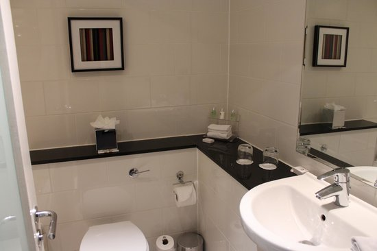The Grosvenor Hotel: very nice bathrooms for London