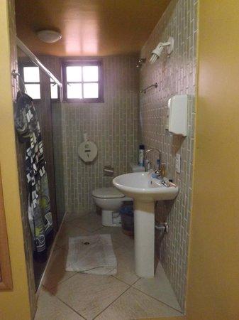 Pousada Alcobara: banheiro quarto 2