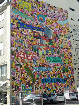 Leipzig Marriott Hotel: Wandfront von Haus um die Ecke