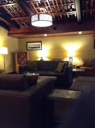 Hampton Inn Pigeon Forge: comfy lobby
