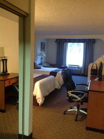 Baymont Inn & Suites Lake Dillon : Inside door way to room