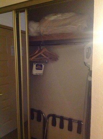 Baymont Inn & Suites Lake Dillon : Closet