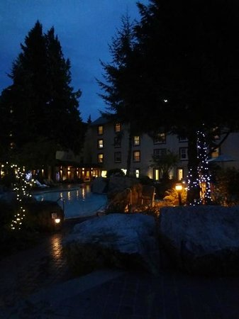 Harrison Hot Springs Resort & Spa: Outdoor pool