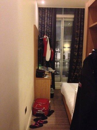 Eden Plaza Kensington: Camera vista dal corridoio