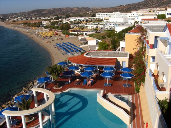 Mitsis Summer Palace Beach Hotel: View of pool and beach