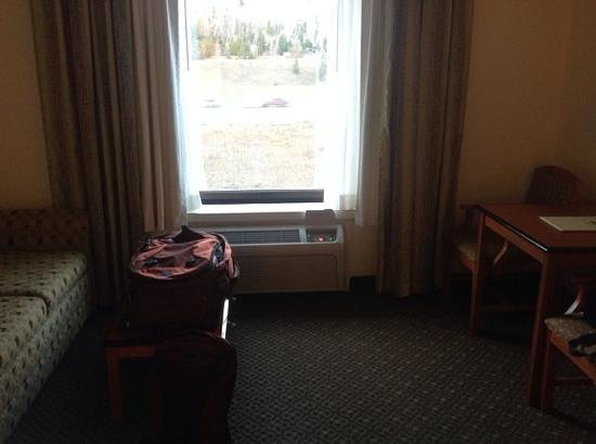 Baymont Inn & Suites Lake Dillon : Desk and couch in room