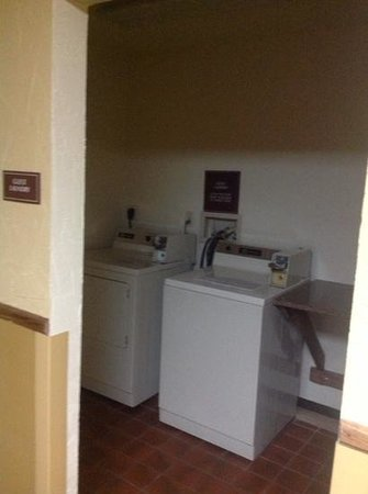 Baymont Inn & Suites Lake Dillon : Laundry on our floor for guests