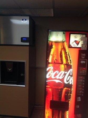 Baymont Inn & Suites Lake Dillon : Soda machine on our floor