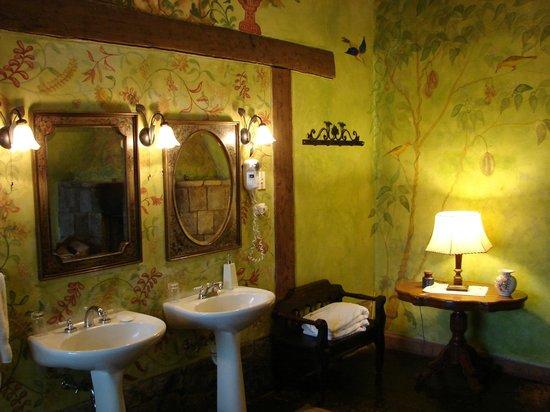 Hacienda San Agustin De Callo: Banheiro