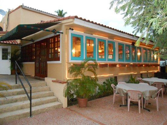 Cafe de la Plaza - exterior view of facade