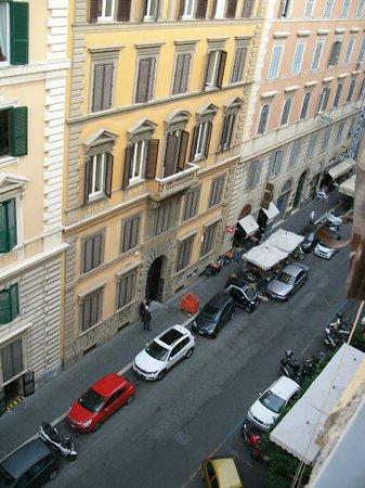 Hotel dell'Urbe: Blick auf die Straße