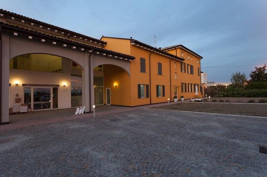 Hotel Forlanini 52: esterno notturna