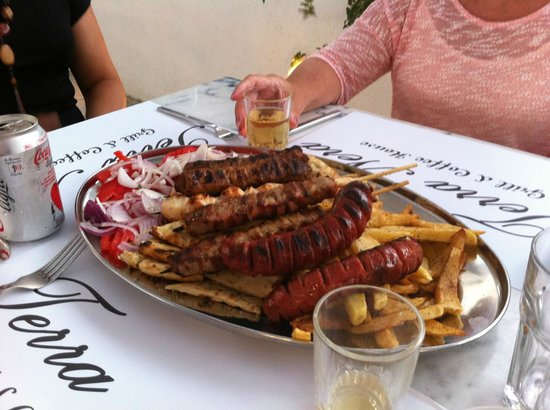 Perivolos, กรีซ: Mixed meat platter