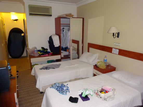 Golden Moon Hotel: Our room