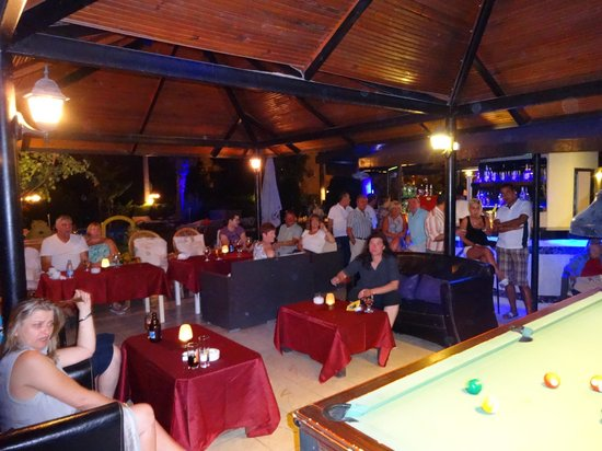 Golden Moon Hotel: Pool tournament