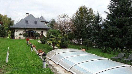 les Irisynes : la maison vue du jardin
