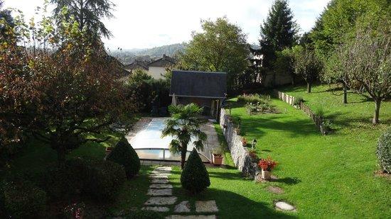 les Irisynes : vue de la chambre sur le jardin