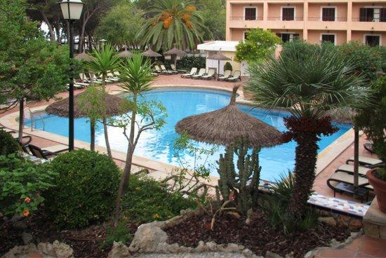 Hotel Bahia: бассейн