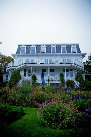 Relais & Chateaux Camden Harbour Inn: The inn