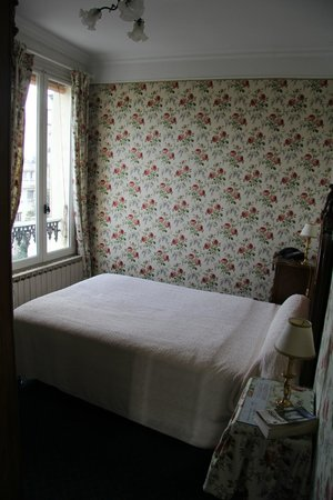 Ermitage Hotel Sacre-Coeur: our cosy room (2)