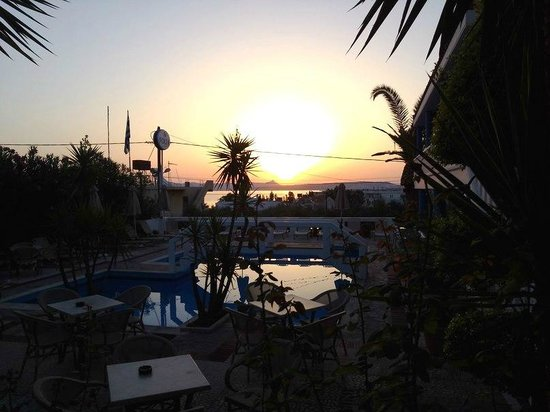 Folia Apartments: Sea view and pool in the morning