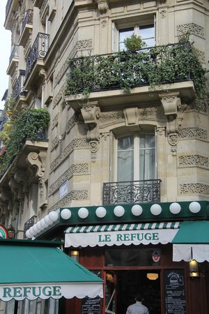 "Ermitage Hotel Sacre-Coeur: atmospheric ""bistro"" in rue Lamarck - good for a drink, food not great, go to ""Le Relais"" instea"
