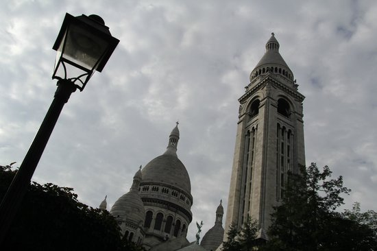 Ermitage Hotel Sacre-Coeur: basilique du Sacré Coeur, a hop and a skip away from the Ermitage Hotel