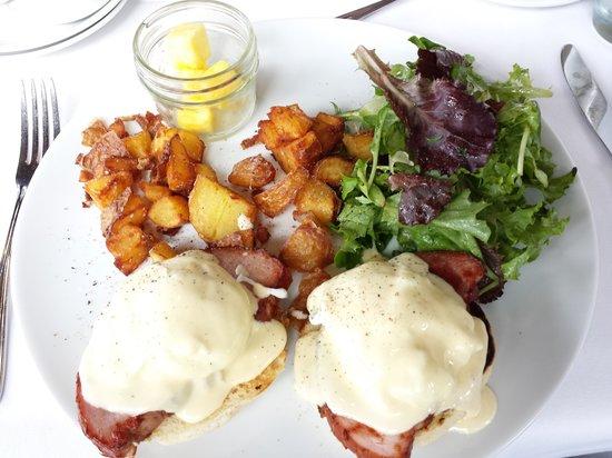 Raincity Grill: eggs benedict
