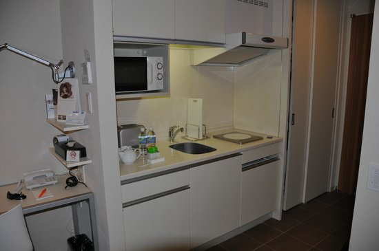 Citadines Karasuma-Gojo Kyoto: Cocina habitación cama doble