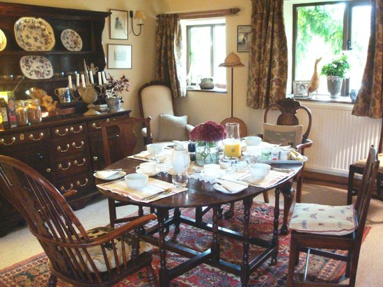 Loadbrook Cottages Bed and Breakfast: Dining room