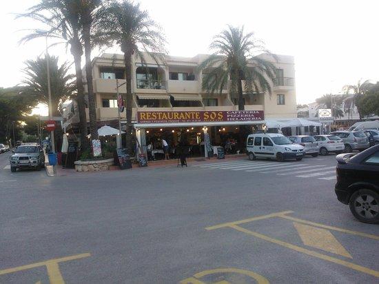 El Pinar Aparthotel: Restaurant in the town