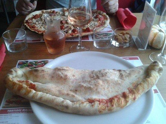 kera Pizzeria : Big calzone (jambon-oeuf-fromage-champignon)