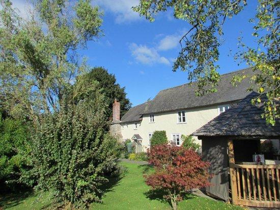 Lowe Farm B&B: Looking across to the Honeymoon Suite