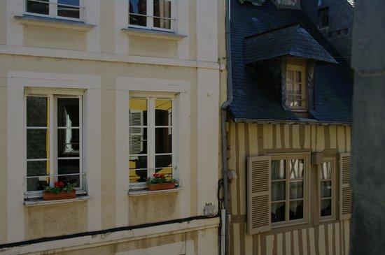 Hotel des Loges: Vue chambre sur rue