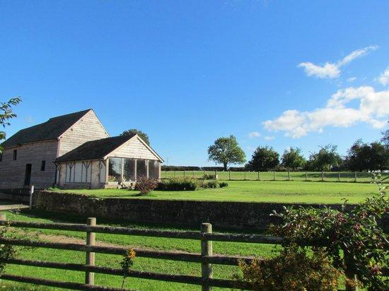 Lowe Farm B&B: The hot-tub barn