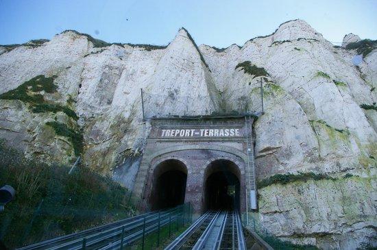 Funiculaire : Vue du tunnel dans la falaise